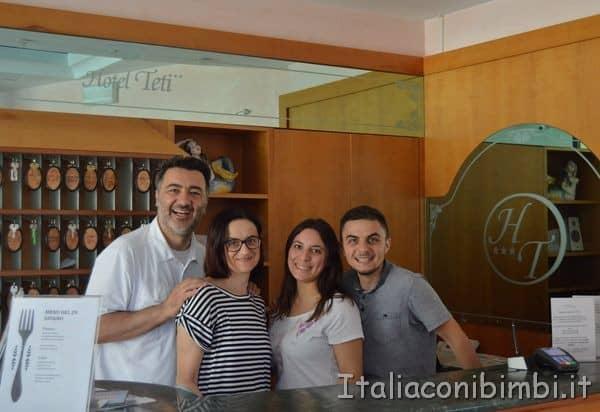 Noi con i titolari dell'Hotel Teti di Bellaria Igea Marina
