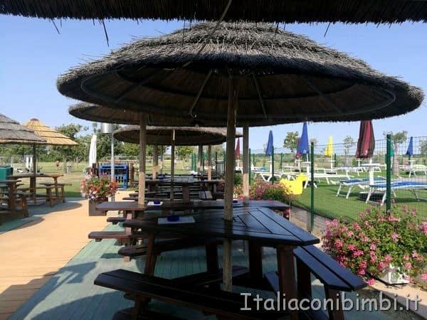 bar sulla piscina del Camping Capalonga