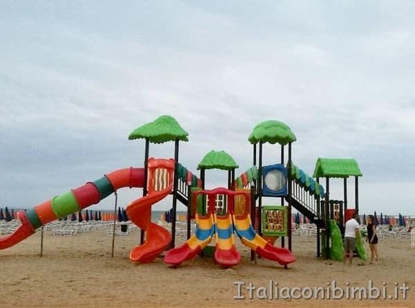 giochi bimbi in spiaggia a Lignano