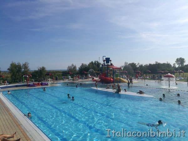 piscina del parco acquatico al Camping Capalonga di Bibione