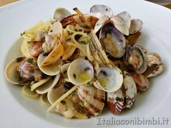 spaghetti-con-le-vongole-a-Terrazza-a-Mare