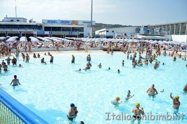piscina onde senza onde Acquapark Onda Blu Tortoreto