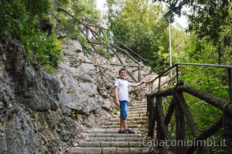 Cascata delle Marmore - scalini del belvedere superiore