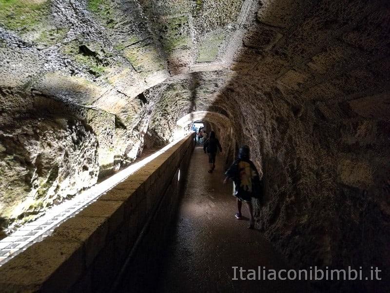 Cascata delle Marmore - tunnel per andare al balcone degli innamorati
