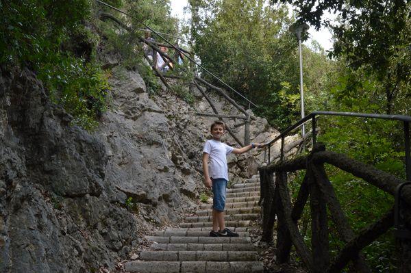 scalini del sentiero numero uno della cascata delle Marmore