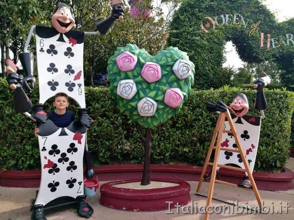 Disneyland Parigi labirinto di Alice carte