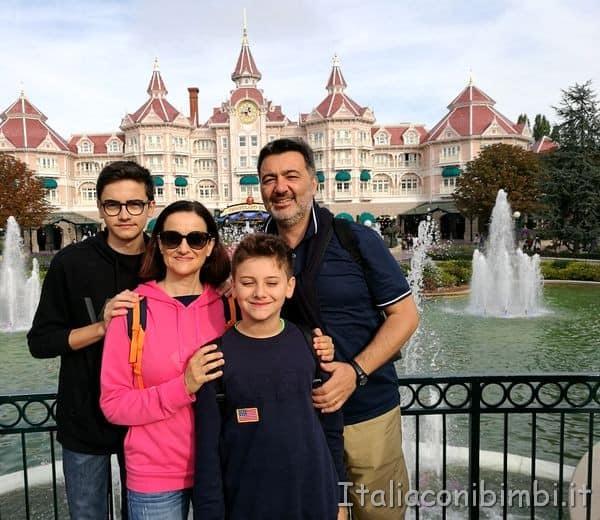 Disneyland Parigi noi all'ingresso