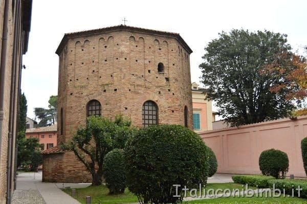 Battistero Neoniano Ravenna esterno