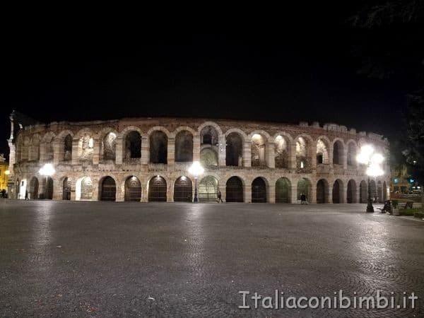 arena di Verona di notte