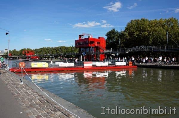 ponte nel parco de la Villette