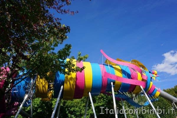 scivolo del dragone nel parco de la Villette
