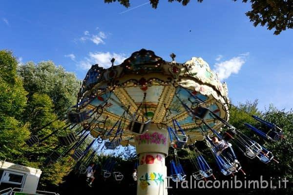 seggiolini nel parco de la Villette Parigi