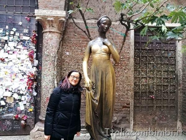 statua di Giulietta a Verona