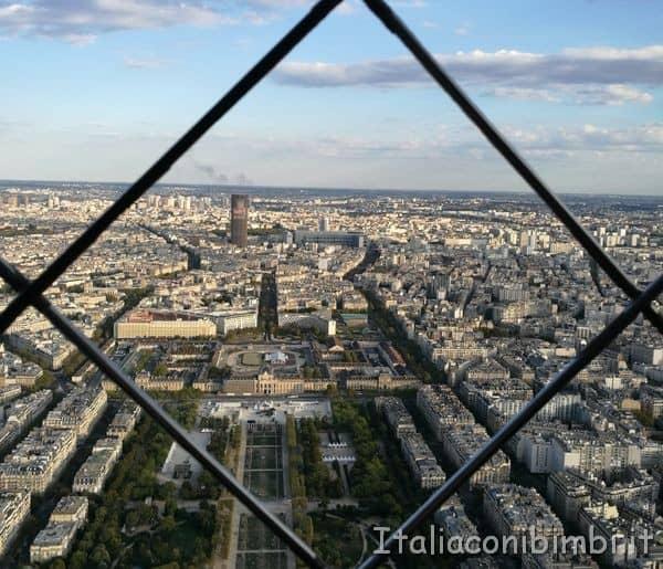 terzo livello con la grata alla Tour Eiffel