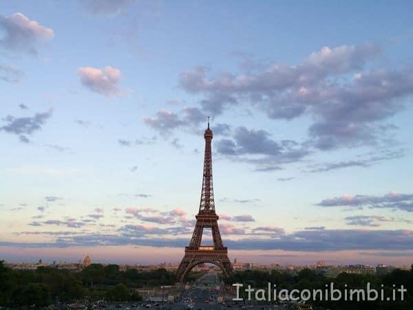 tramonto sulla torre Eiffel