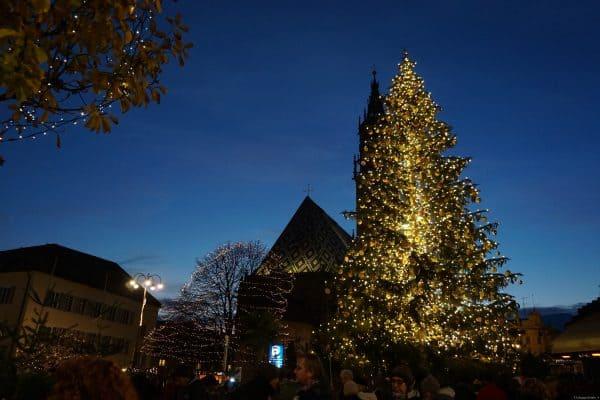 Piazza Walther con il mercatino Natale di Bolzano