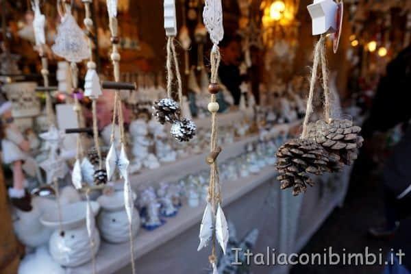 addobbi al mercatino di Natale di Bolzano
