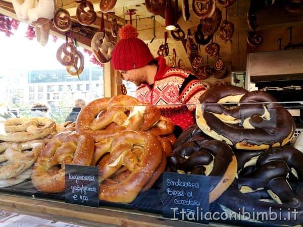 bretzel al cioccolato ai mercatini di Merano
