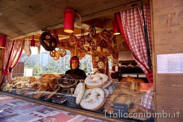 bretzel farciti ai mercatini di Natale Merano
