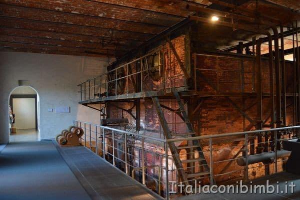 caldaia nel museo del tessuto di Prato