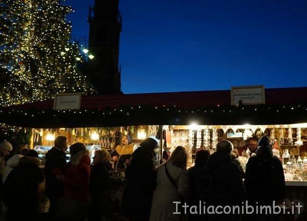 casette di legno del mercatino Natale di Bolzano