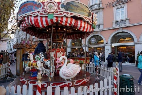 giostra al mercatino di Natale di Bolzano