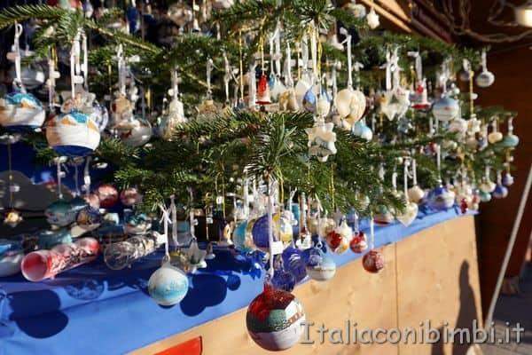 palle di vetro ai mercatini di Merano