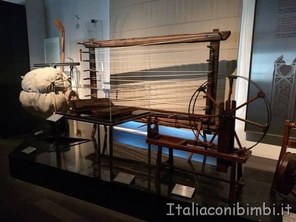 telai-al-Museo-del-tessuto-di-Prato