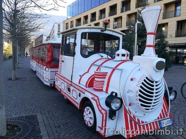 trenino-ai-mercatini-di-Natale-di-Merano
