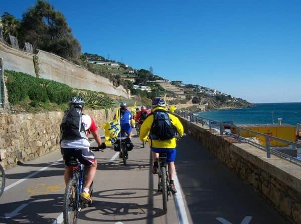 ciclisti sulla ciclabile Ponente Ligure
