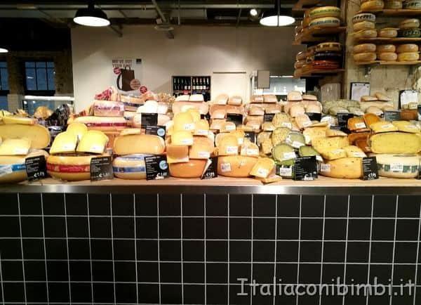formaggi al supermercato ad Amsterdam