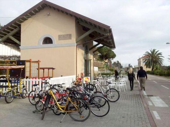 biciclette sulla ciclabile Ponente Ligure.