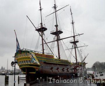 veliero replica della nave Amsterdam