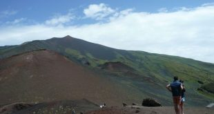 Vista di Catania dai crateri Silvestri sull'Etna