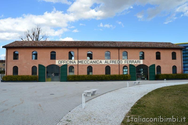 Museo Enzo Ferrari esterno