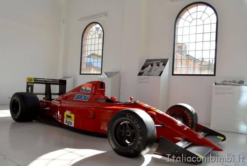 Museo Enzo Ferrari macchina da corsa