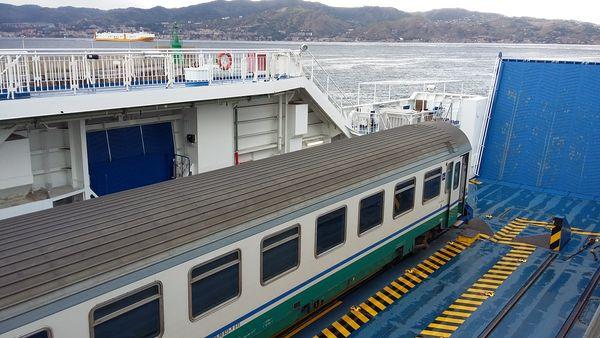 ferry boat stretto di Messina