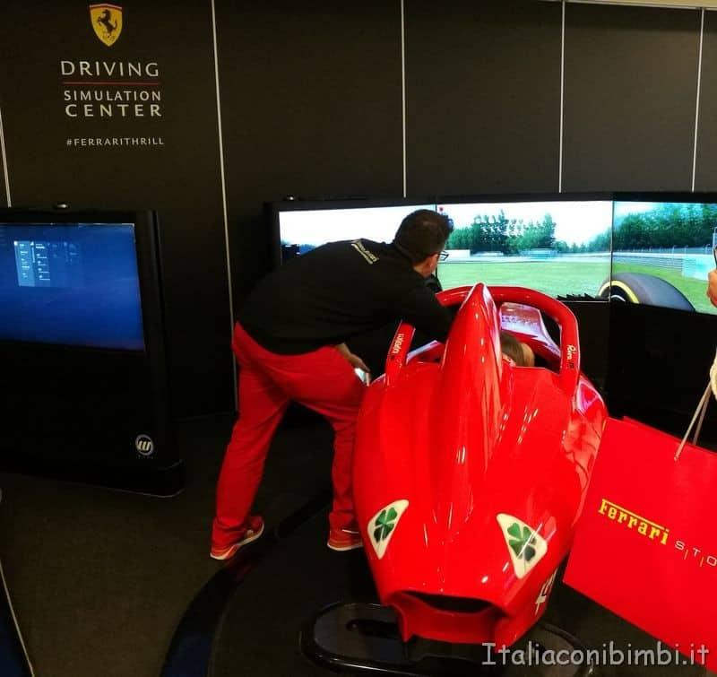 simulatore di guida di una Ferrari a Maranello