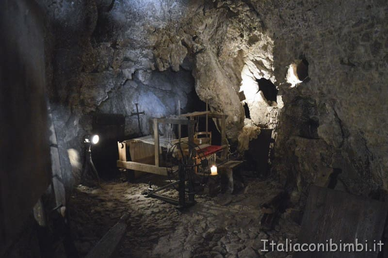 Santo Stefano di Sessanio - grotta