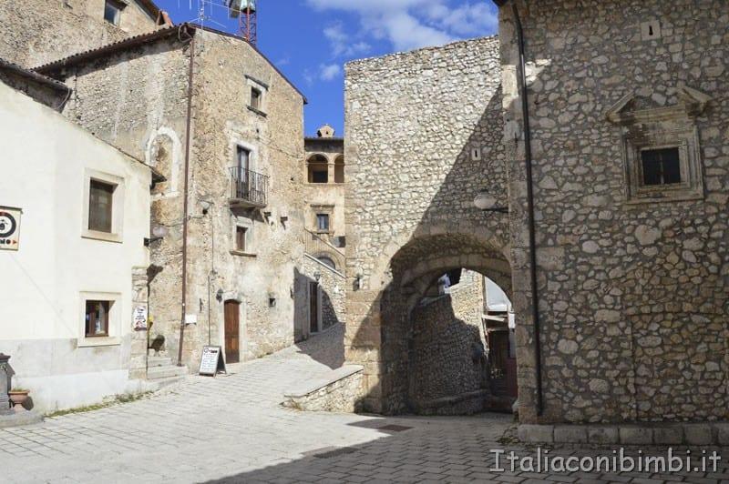 Santo Stefano di Sessanio - piazza