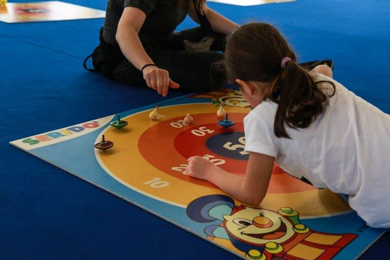 giochi per terra a Seridò