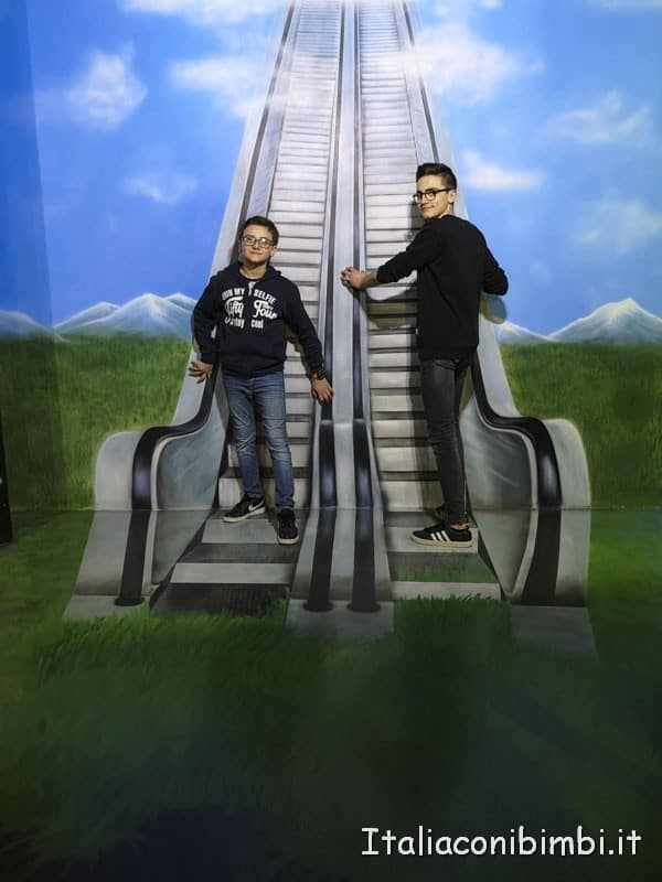 Big Fun- museo delle illusioni finta scala mobile