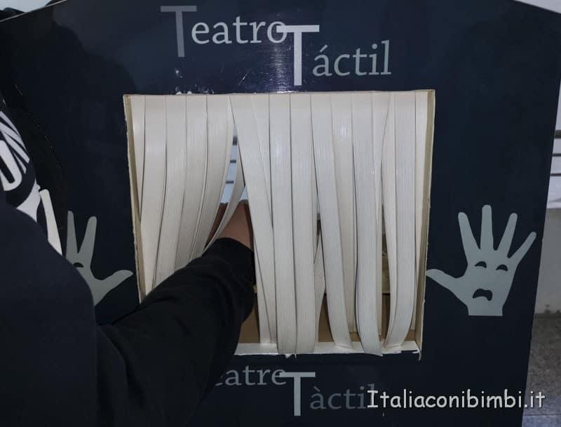 Museo-delle-scienze-di-Valencia-teatro-tattile
