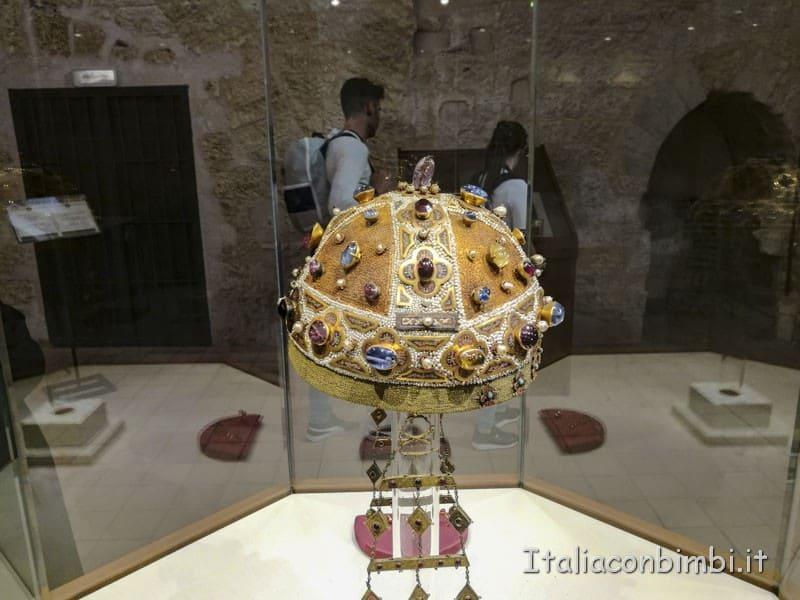 Palermo - corona nella cripta della cattedrale