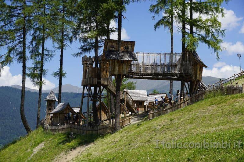 Villaggio degli gnomi Val Pusteria - casette sugli alberi