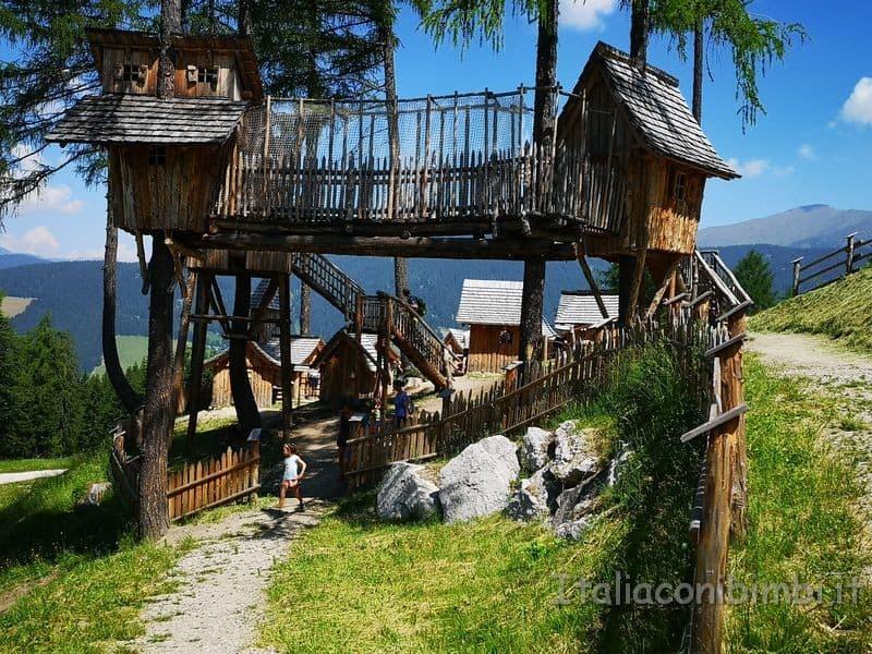 casette sugli alberi del villaggio degli gnomi Baranci