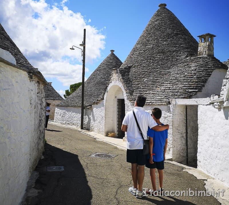 Alberobello - padre e figlio