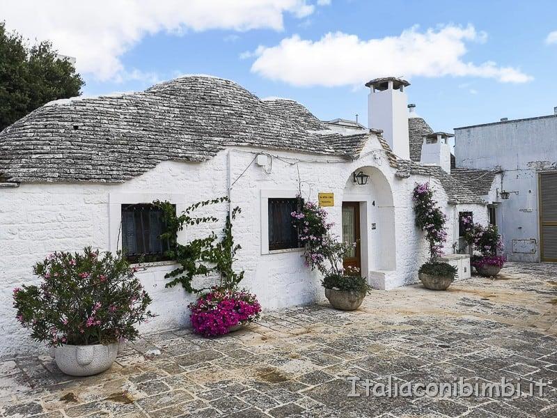 Alberobello - studio medico nel trullo