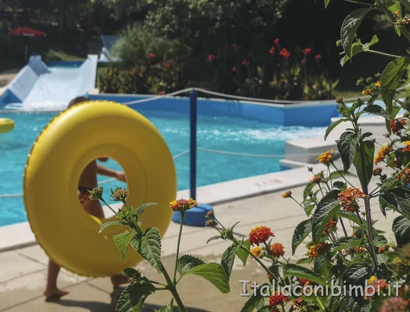 Aqualand di Vasto - bambino con gommone