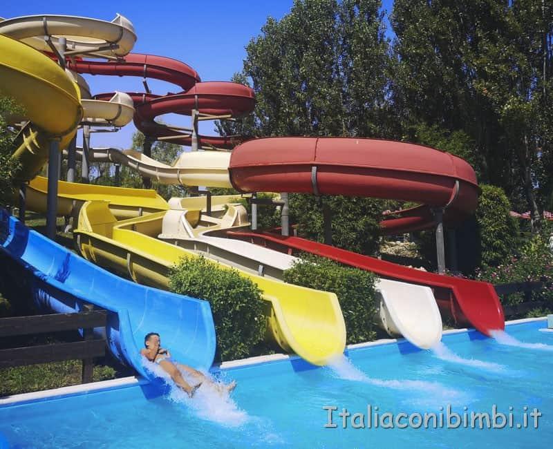 Aqualand di Vasto - bambino su scivolo Toboga